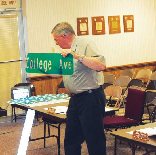 Daily Dunklin Democrat: Local News: New street signs are topic onkennett city